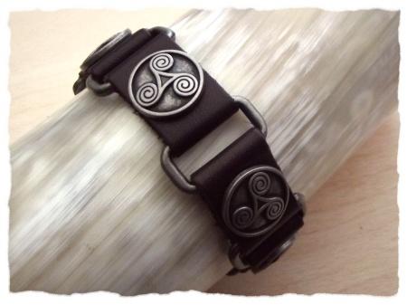 Kleidung & Accessoires Armband Keltische Triskele punziert breit Leder braun Stulpe Lederarmband Kelten LARP & Reenactment